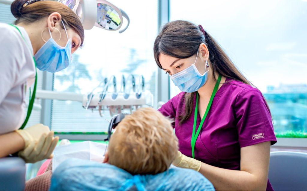 Зубные протезы: виды и особенности