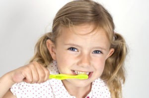Желтые зубы у ребенка – зубной налет у ребенка