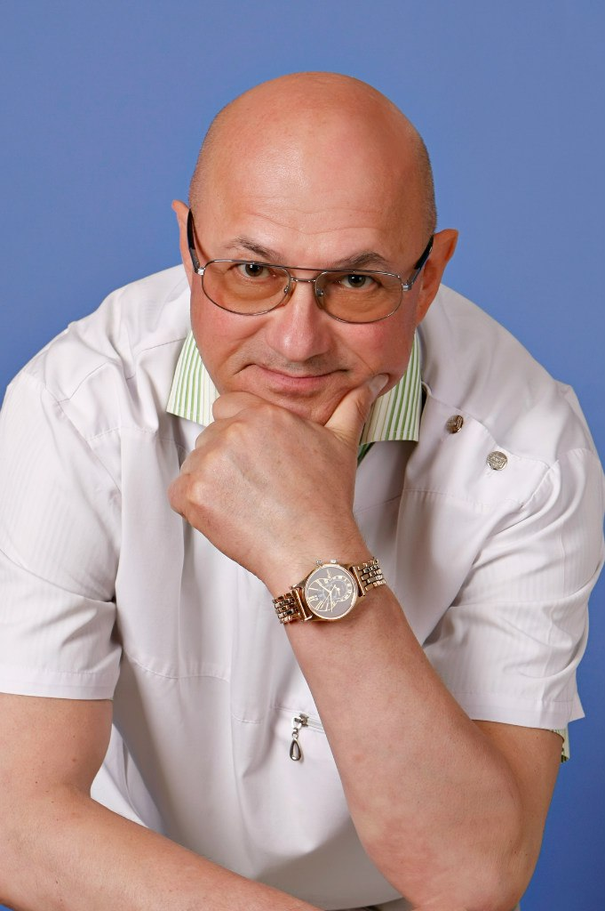 Абрамов Александр Арсентьевич, стоматолог-ортодонт